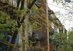 В Тернополе за ночь двое юношей выпали из многоэтажек и остались живы