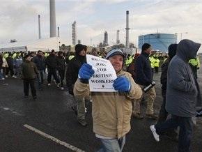 Британию охватили стихийные забастовки против трудовых мигрантов