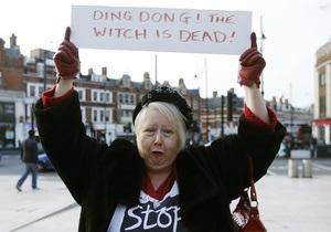 Сотни британцев отметили смерть Тэтчер уличными парадами