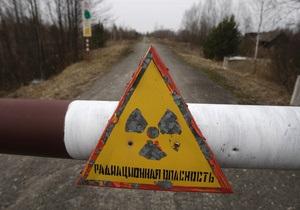 Азаров: Кабмин никогда не отменит льготы для чернобыльцев