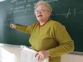 Кабмин повышает зарплату учителям