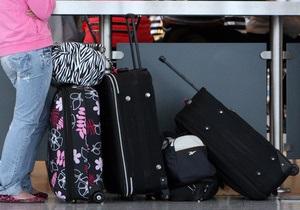 В лондонском аэропорту багаж около сотни пассажиров залило нечистотами