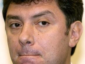 Неизвестные облили Немцова нашатырным спиртом