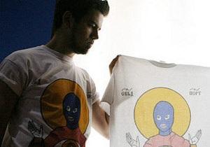 Российского художника вызвали в прокуратуру из-за футболок с иконой Pussy Riot