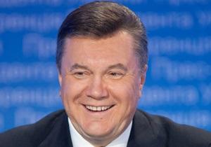 Янукович поздравил жителей Крыма с годовщиной автономии