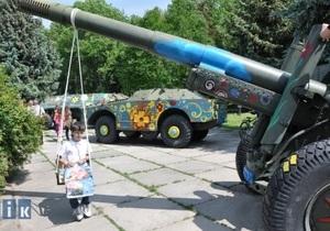 В Тернополе дети разрисовали военную технику