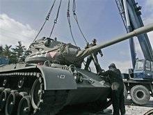 Арнольд Шварценеггер забрал домой танк