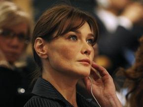 Парижский суд решит, можно ли размещать на сумках фото обнаженной Карлы Бруни