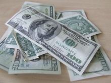 Доллар резко упал на мировых биржах