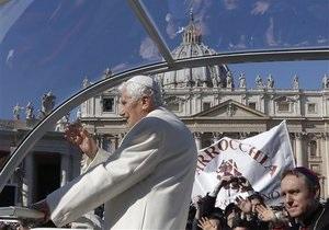 Последнюю аудиенцию Папа Римский завершил молитвой на мертвой латыни и призвал ощущать радость христианства
