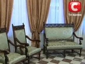 На диванах Ахметова