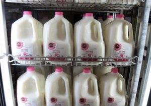 новости медицины - ожирение: Ученые: обезжиренное молоко может привести к ожирению у детей