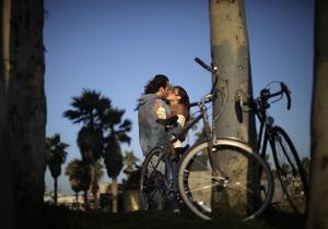 Даже в крепких отношениях мужчины минимум три раза изменяют - исследование