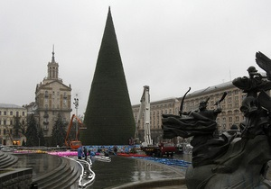 На Майдане Незалежности начали разбирать елку