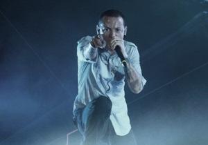 Во время концерта Linkin Park в ЮАР на зрителей упал рекламный щит