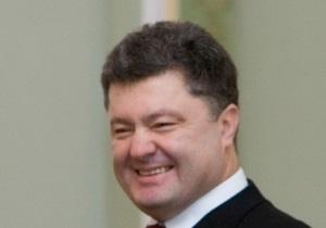 Порошенко признался, что оплачивает заграничные визиты из собственного кармана