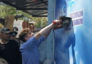 Скандал вокруг дельфинария в Севастополе: Охранники на катерах скрылись от протестующих