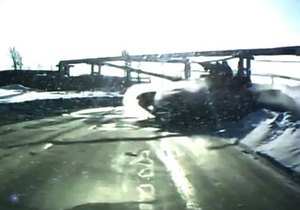 В России танк переехал дорогу автомобилю. Нижний Тагил