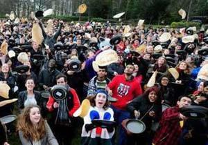 Британские студенты установили рекорд по переворачиванию блинов в воздухе