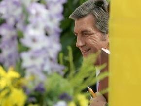Ющенко приехал в дом родителей Гоголя c кустами калины