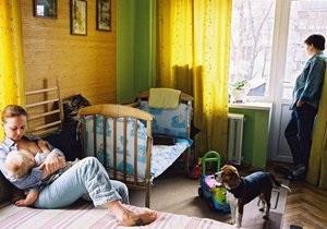 Фотогалерея: Своя комната. В Киеве открылась фотовыставка об украинских гей-семьях