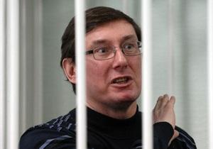Жена Луценко: Муж потерял 20 килограмм, однако прекращать голодовку не намерен