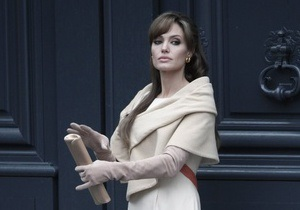 СМИ: Анджелина Джоли сыграет злую колдунью в фильме Тима Бертона