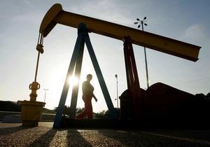 Цены на нефть в мире снижаются на данных от Минэнерго США