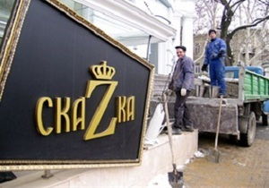 В центре Одессы неизвестные забетонировали вход в ночной клуб