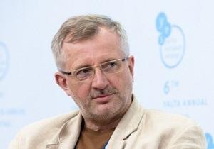 Евродепутат: Украина забрела в темную улицу