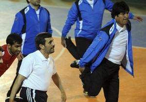 Ахмадинеджад сыграл в футбол с Эво Моралесом