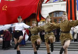 Украинцы Канады призвали Януковича ветировать закон о вывешивании красных флагов 9 мая