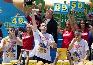 Новости США - еда: В США установили новый рекорд по поеданию хот-догов