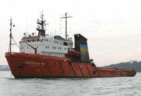 Янукович почтил память моряков судна Нафтогаз-67