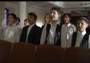 Гимн Украины спели на языках нацменьшинств