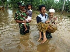 В Индонезии прорвало плотину: десятки погибших