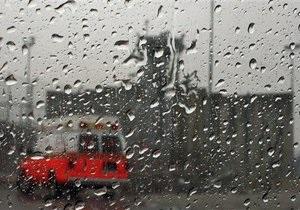 В Киеве на пешеходном переходе водитель на Peugeot сбил женщину с двумя детьми