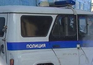 В России пьяный водитель километр тащил полицейского на капоте машины