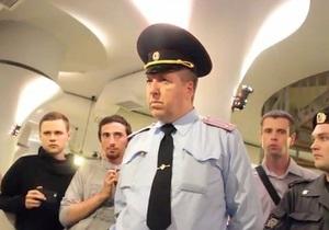В Москве от посетителя кафе потребовали снять футболку с надписью Богородица, Путина прогони