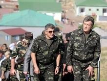 Ющенко попробовал огурцов, выращенных на острове Змеиный