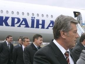 Ющенко возле аэропорта Одессы встретили 100 пикетчиков