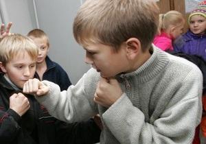 Корреспондент: Украинские родители не могут противостоять агрессии своих детей