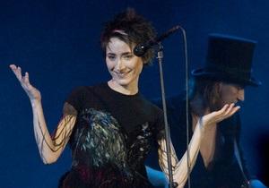СМИ: Земфира сбежала с собственного концерта