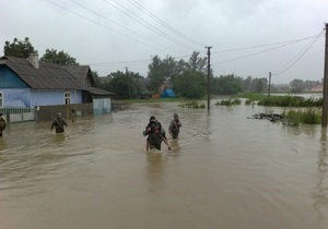 Наводнение: Азаров отправляется на Буковину