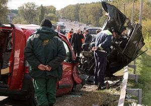 Под Житомиром столкнулись пять автомобилей, погибли шесть человек
