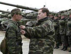 Медведев: НАТО продолжает расширять военную инфраструктуру у границ России