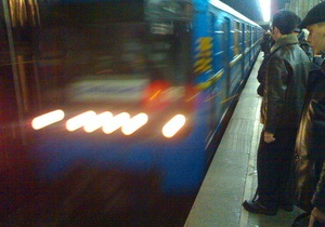 новости Киева - метро - скорая - В Киеве на станции метро умерла женщина