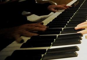 Латвийскую семью оштрафовали за игру на пианино