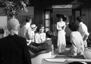 Появились первые кадры с Кирой Найтли в роли Коко Шанель