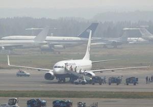 В Москве прибывший из Днепропетровска самолет выкатился за пределы ВПП и повредил стойку шасси